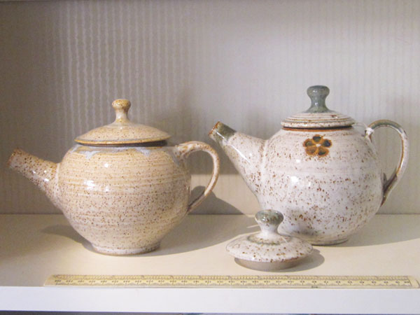 Teapots, optional extra lid